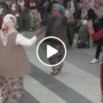 Şalvarlı Köy Kadınlarından İzlemeye Değer Kaşık Oyunu